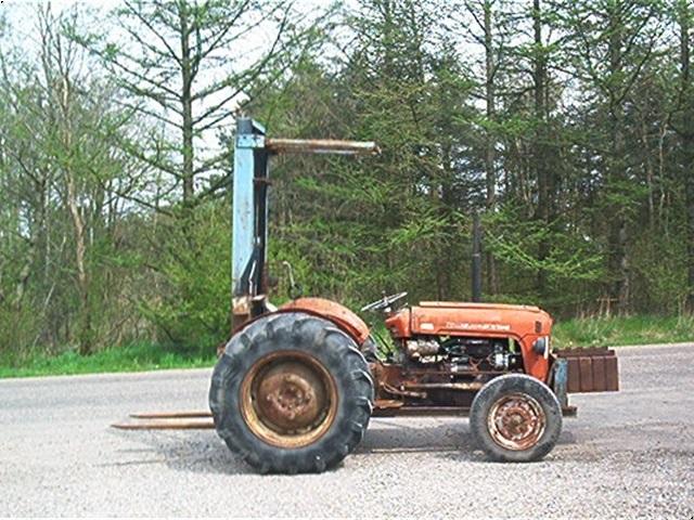 Massey Ferguson 35 m/byggelift
