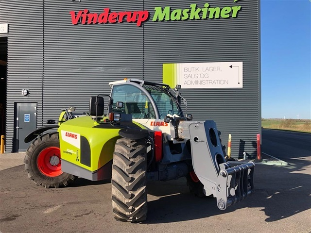 CLAAS Scorpion 7045 Varipower