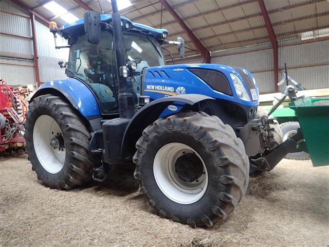 New Holland T 7.270 AC  Frontlift